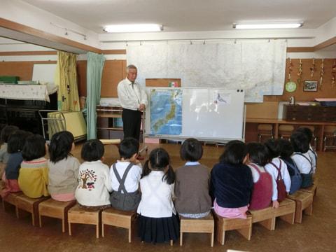 〝鳩のおじさん〟が、幼児生活団を訪問